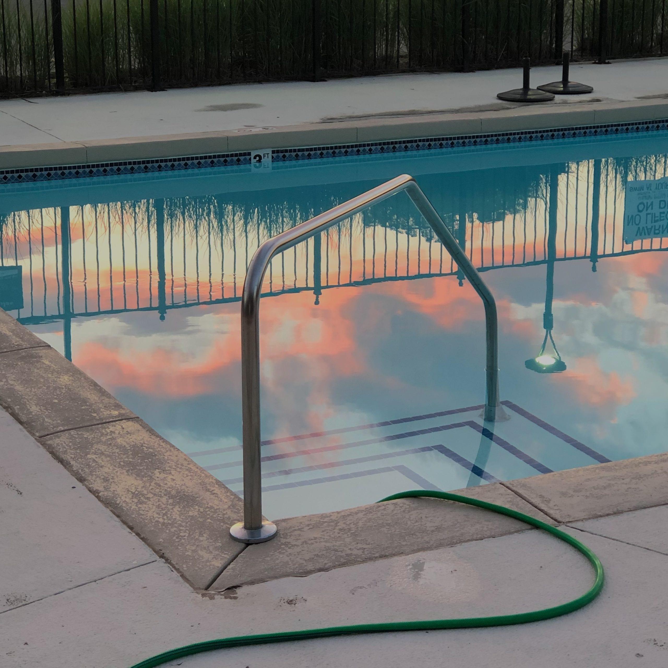 Ein Pool-Bausatz ermöglicht einen schnell nutzbaren Pool.