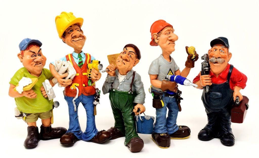 Bauarbeiter mit verschiedenen Werkzeugen