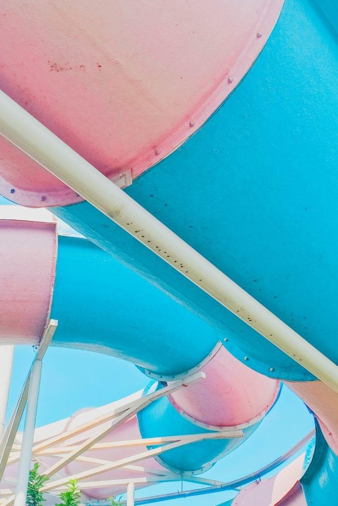 Wasser-Rutschen können den Spaß im Pool erhöhen