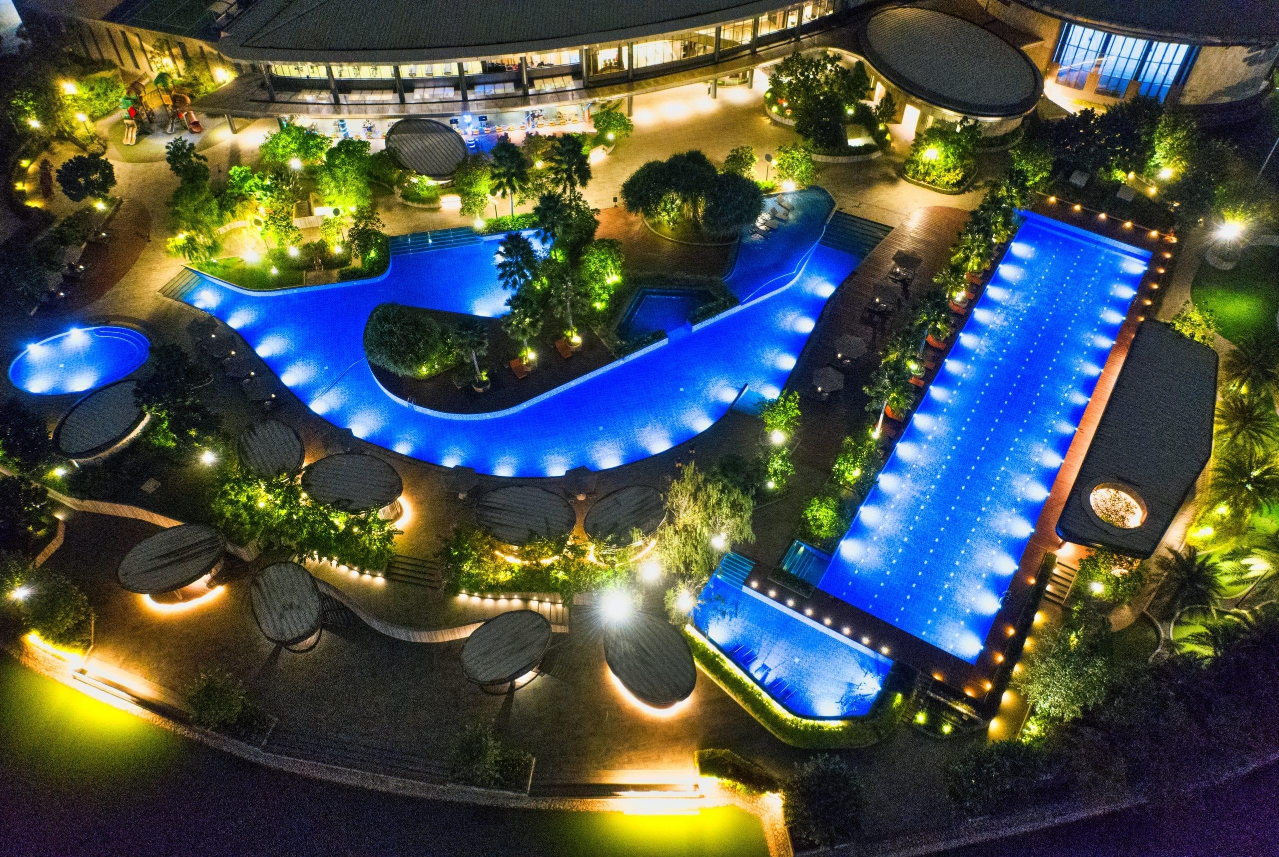 Pool-Licht beleuchtet Pools im Dunkeln.